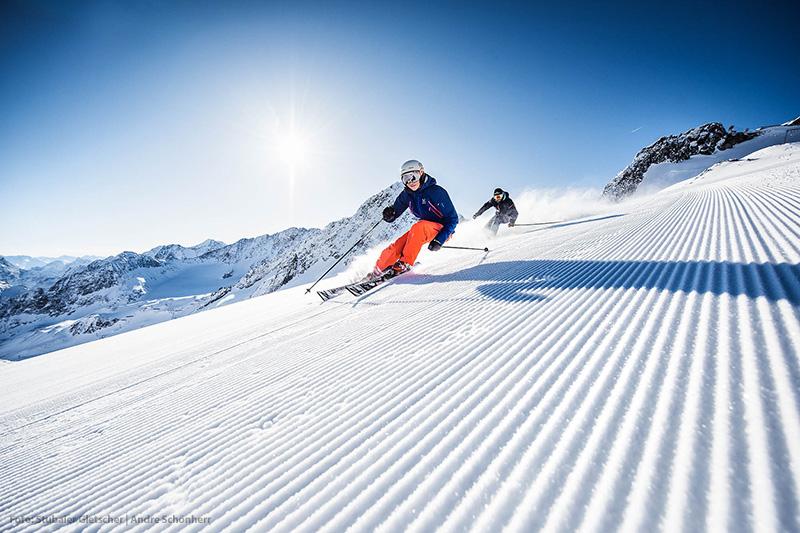Skifahren auf weiten Pisten