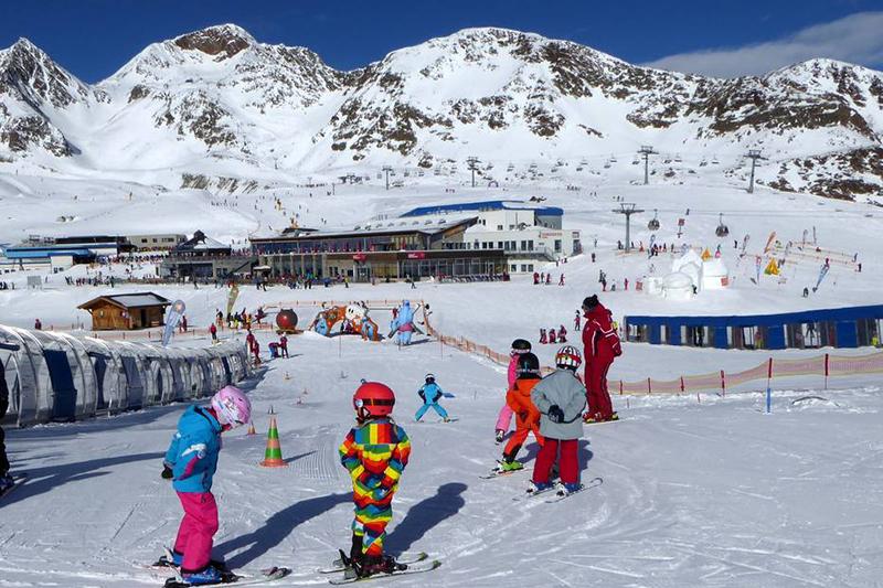 Das Kinderland im Stubaier Gletscher in Österreich