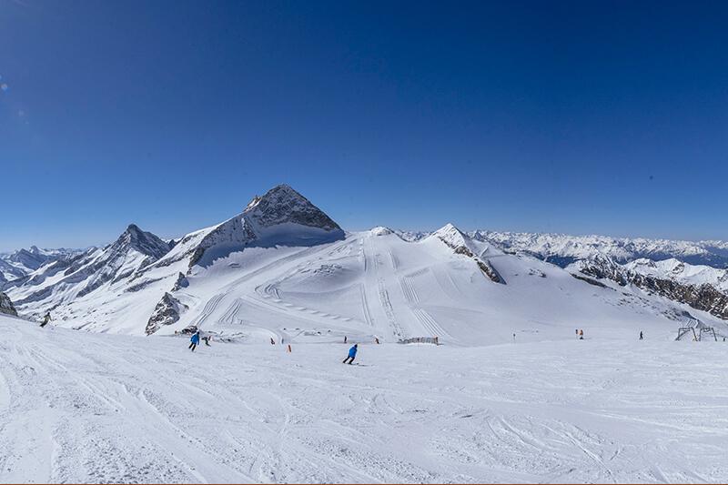Blick Olperer Gipfel im Skigebiet Hintertuxer Gletscher - Österreich