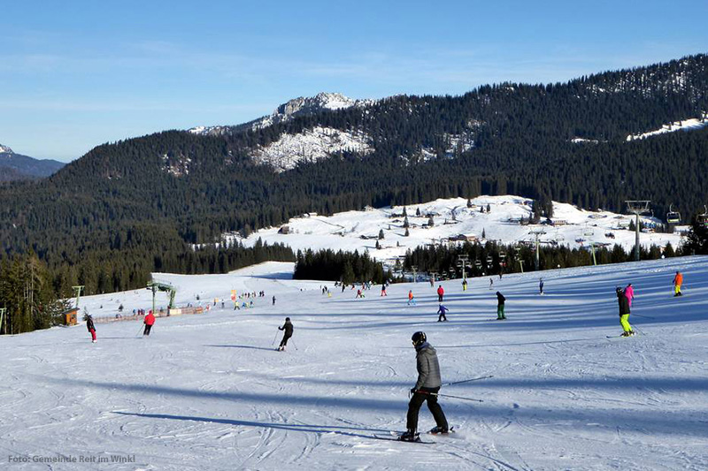 Die Anfängerpiste im Skigebiet Waidring-Steinplatte in den Kitzbüheler Alpen in Tirol