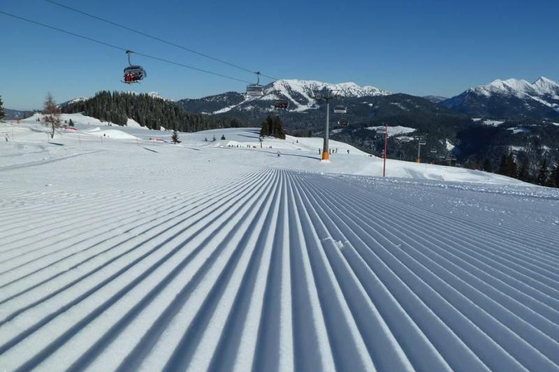 Perfekt präparierte Pisten im Skigebiet Waidring-Steinplatte in Tirol
