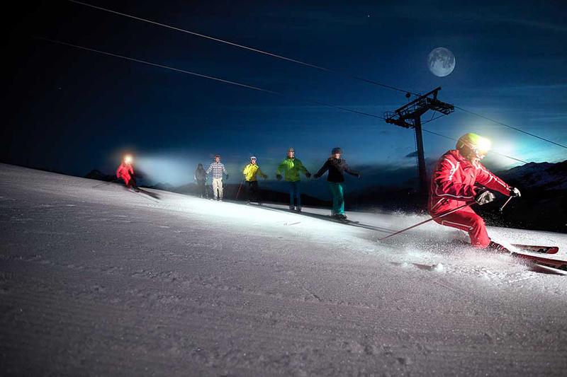 Nachtskifahren im Skigebiet Zillertalarena