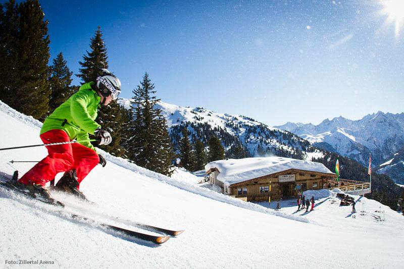 Abfahrtski in der Zillertal Arena Tirol