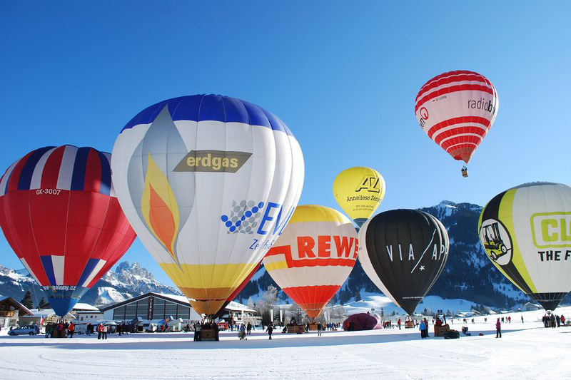 Jährliches Ballonfestival in Zöblen