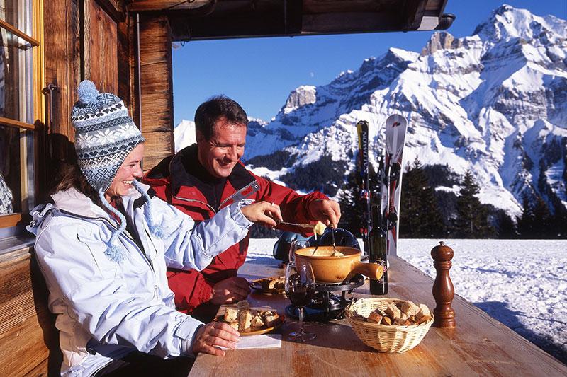 Skijause mit Schweizer Spezialitäten