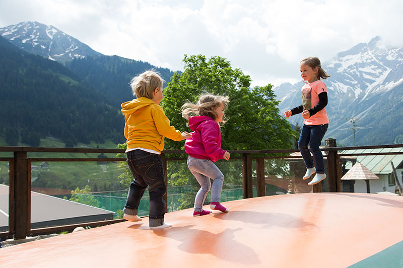 Spaß auf dem Trampolin für die Kids