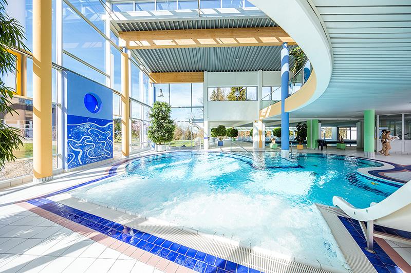 Erlebnisschwimmbad mit 25-m Sportbecken