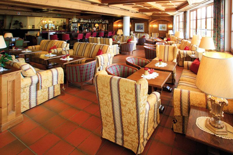 Bar mit Loungebereich