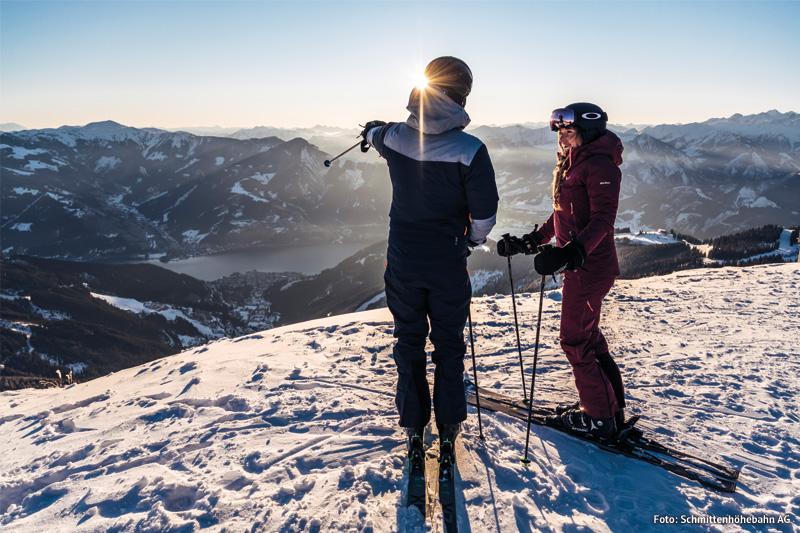 Skifahren mit Blick auf den Zeller See