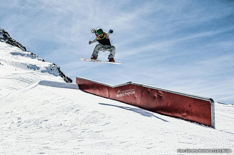 Im Snowpark findest du Kicker, Rails und Boxen für jedes Niveau