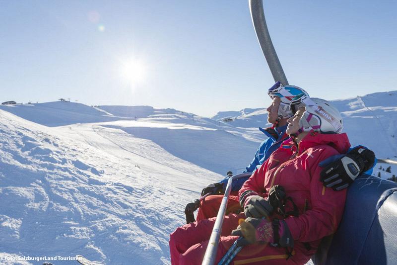 Gemütlich im Skilift nach oben
