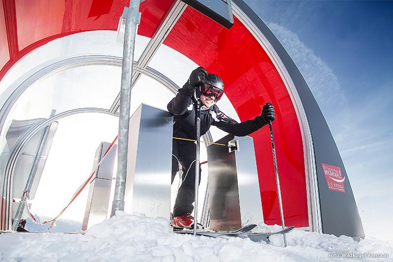 Skimovie - Sich beim Skifahren mit einer Spezial-Videokamera filmen lassen und die Rennzeiten stetig verbessern