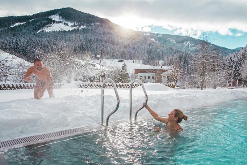 Winter, Sonne und Schnee - und Du bist mittendrin im warmen Pool