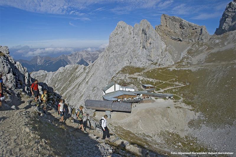 Bergstation Karwendelbahn in Richtung Mittenwald