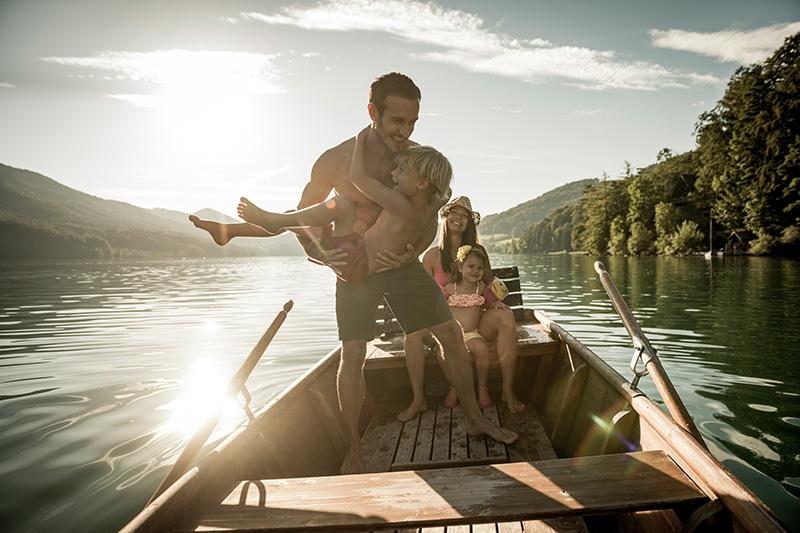 Boot fahren mit der Familie