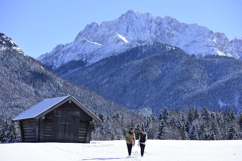 Winterwanderern im Karwendelgebirge