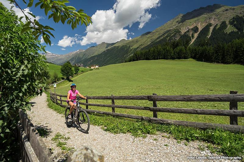Für Eure Radtour im Ridnauntal könnt ihr Mountain-Bikes sowie E-Bikes (Aufpreis 17 € pro Tag) direkt im Hotel ausleihen.