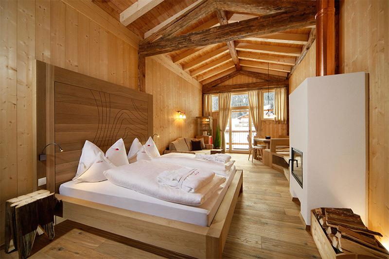 Zimmer mit Kamin und Infrarotkabine im Chalet Gratznhäusl
