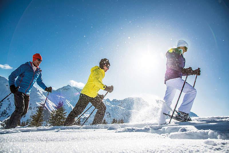 Schneeschuhwander im Winterurlaub