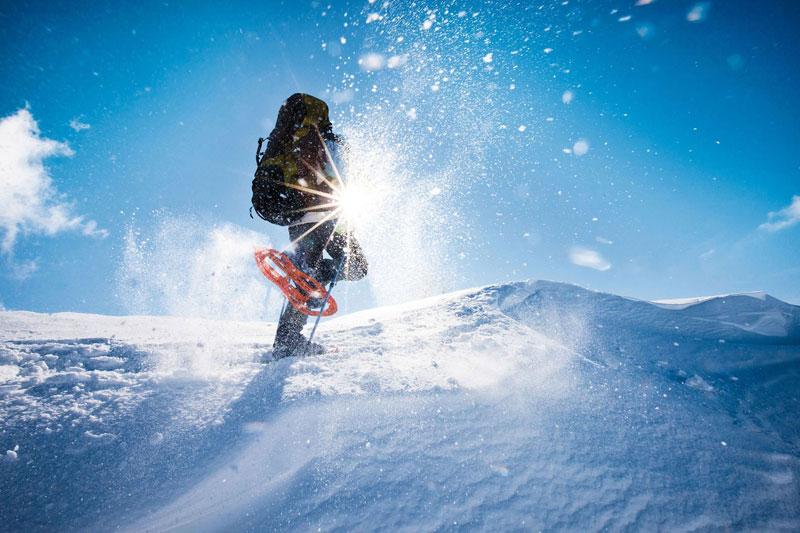 Schneeschuhwandern im Winterurlaub im Eggental