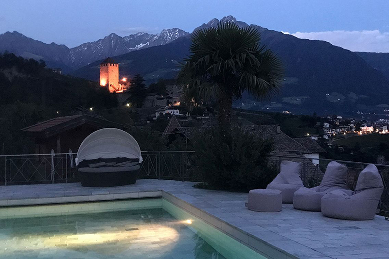 Den Abend mit einem schönen Ausblick im Hotel genießen