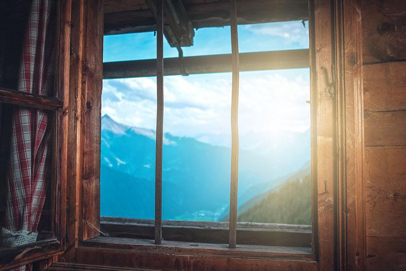 Panoramablick auf die Zillertaler Berge