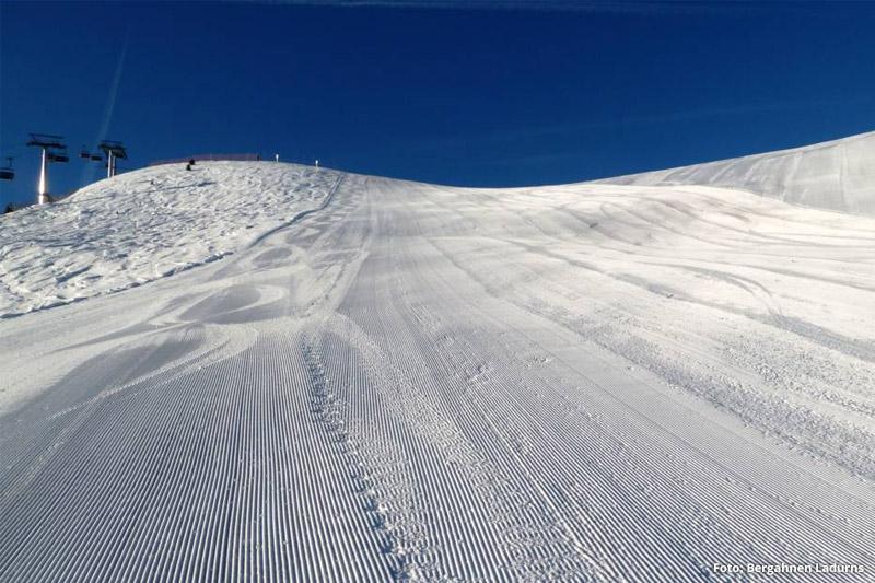 Piste im Skigebiet Ladurns