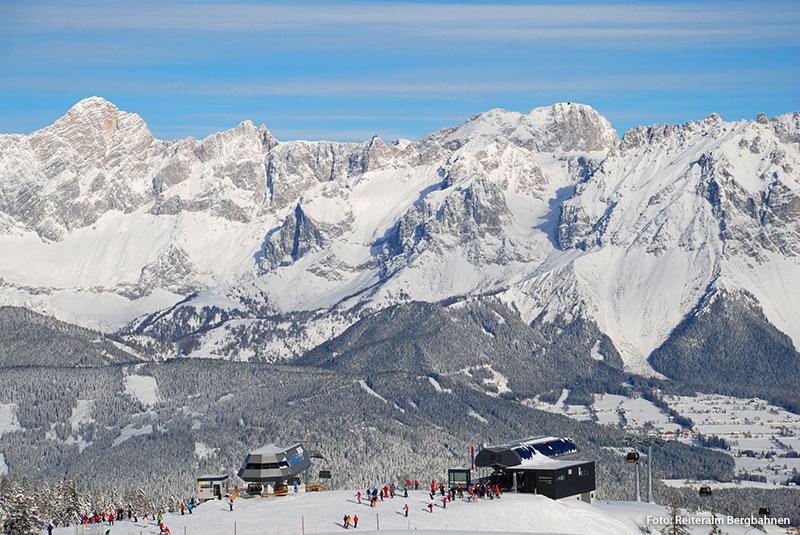 Bergstationen Seppn-Jet und Preunegg-Jet vor dem Dachstein