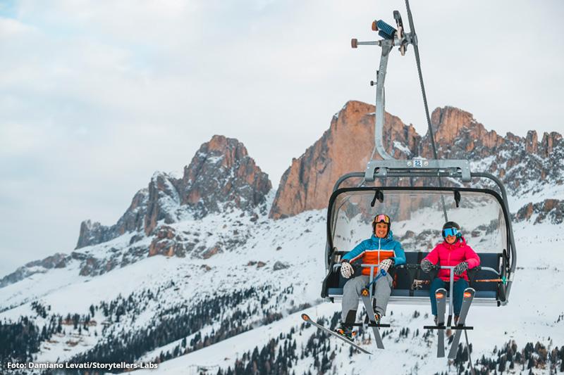 Skifahrer im Pra di Tori Lift