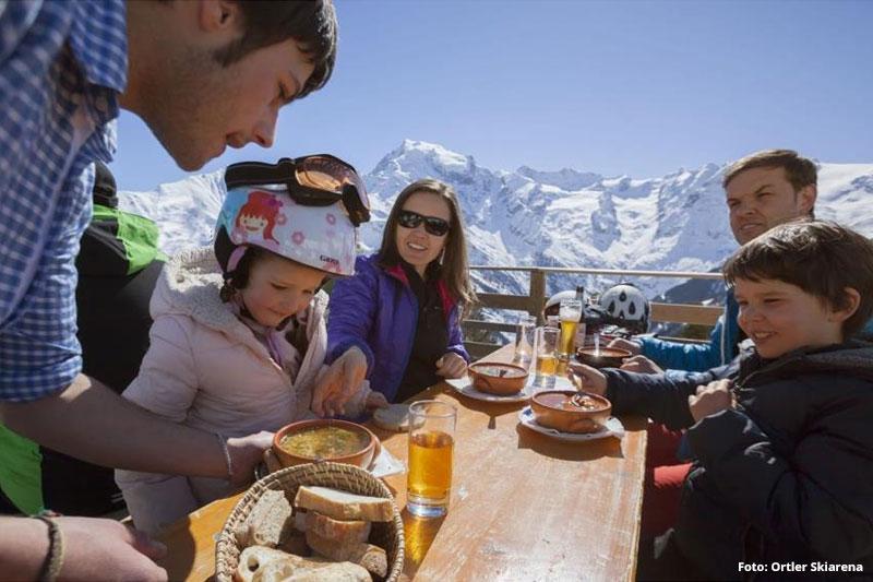 Jause im Gipfelrestaurant