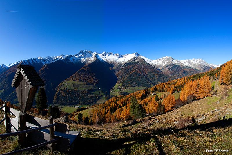 Herbstpanorama des Ahrntals