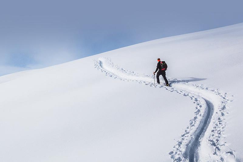 Schneeschuhwandern Südtirol: Spuren im Schnee