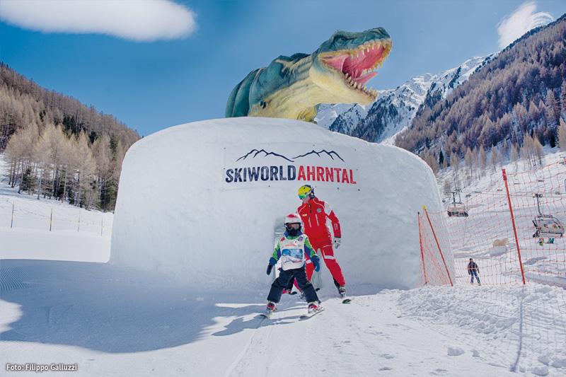 Skifahren zusammen mit Urzeitriesen
