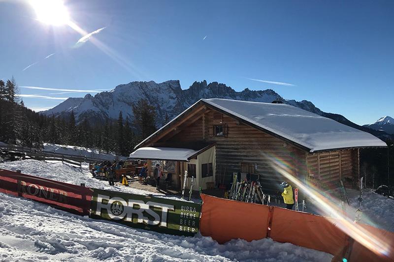 Skihuette im Skigebiet Karersee-Deutschnofen (ital. Carezza)