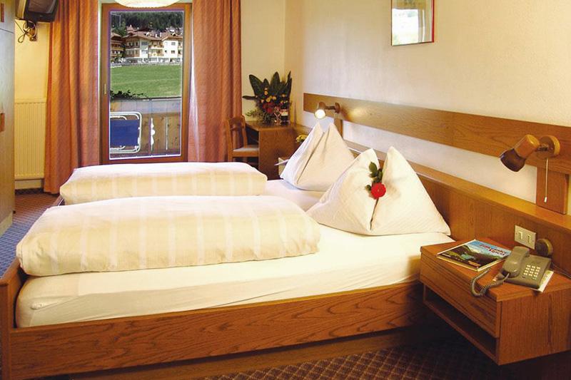 Doppelzimmer Dolomitenblick im Hotel Oberhofer in Meransen in Südtirol