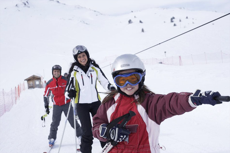 Der Kinder-Skilift direkt neben dem Hotel Oberhofer in Meransen in Südtirol - ideal für den Skiurlaub mit Kindern