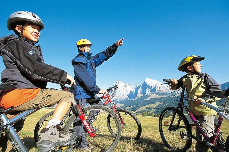 Radfahren mit der ganzen Familie in Meransen