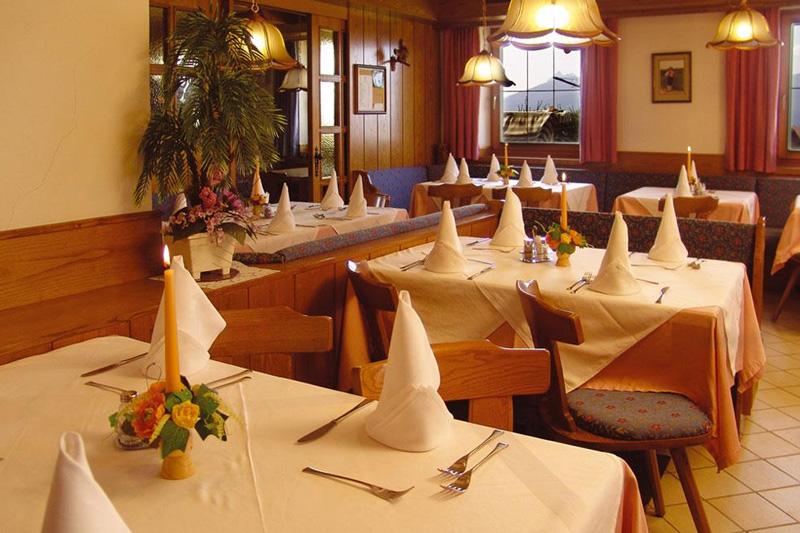 Im Restaurant im Hotel Oberhofer in Meransen in Südtirol gibt es jeden Abend alpine Genüsse und italienische Spezialitäten
