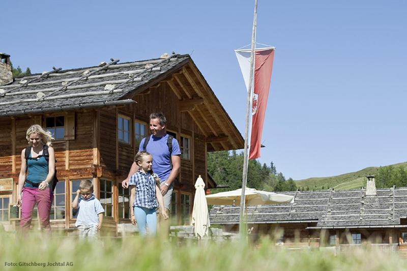 Die Almencard+ bietet Action, Abenteuer, Bergbahnen und Abwechslung für die ganze Familie. Sie können die Berg- und Seilbahnen in der Almenregion unbegrenzt nutzen und genießen kostenlose Teilnahme am gesamten Rahmenprogramm