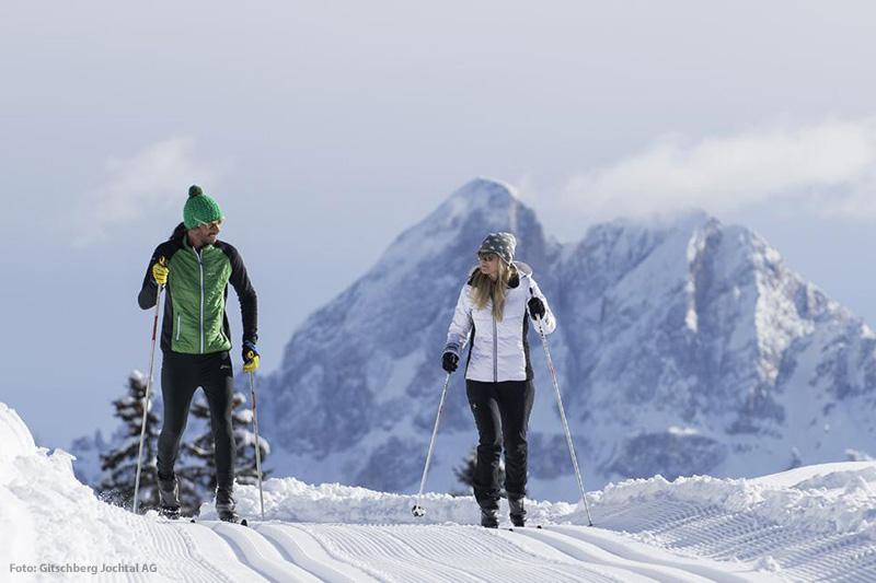 Die perfekt präparierten Loipen und Winterwanderwege ins Altfasstal und zur Bacherhütte sind beliebte Ziele der Wintergäste im Hotel Oberhofer in Meransen in Südtirol. Winter-Naturerlebnisse und Aktivsport wie Langlauf, Winterwandern und Schneeschuhwandern in unberührter Natur finden als ergänzende Alternativprogramme zum Skifahren und Snowboarden immer größeren Zuspruch