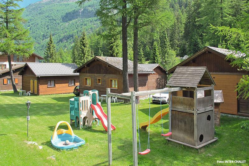 Caletdorf mit Spielplatz im Wallis