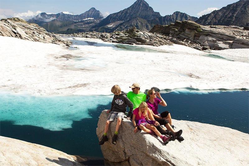 Familienwanderung in der Gletscherwelt