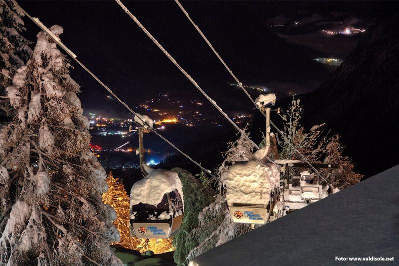 Nachtskilauf im Campiglio Dolomiti