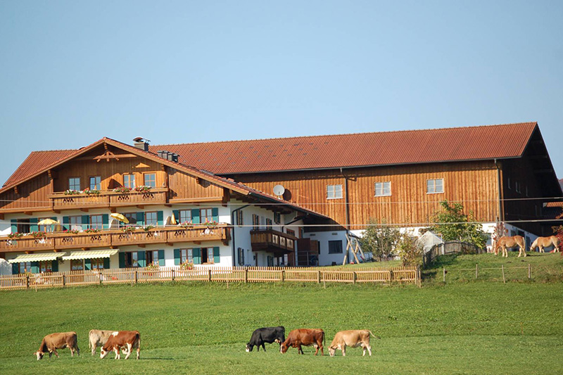 Nur 2 km entfernt befindet sich der hoteleigene Bioland-Bauernhof