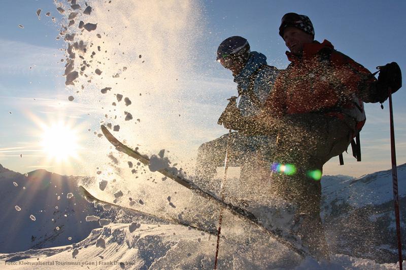 Skifahren im Tiefschnee im Kleinwalsertal