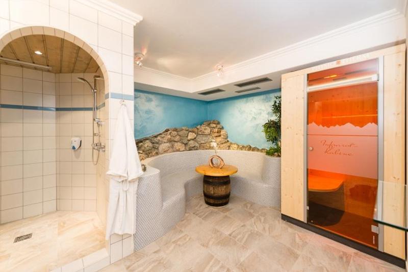 Saunabereich mit Infrarotkabine