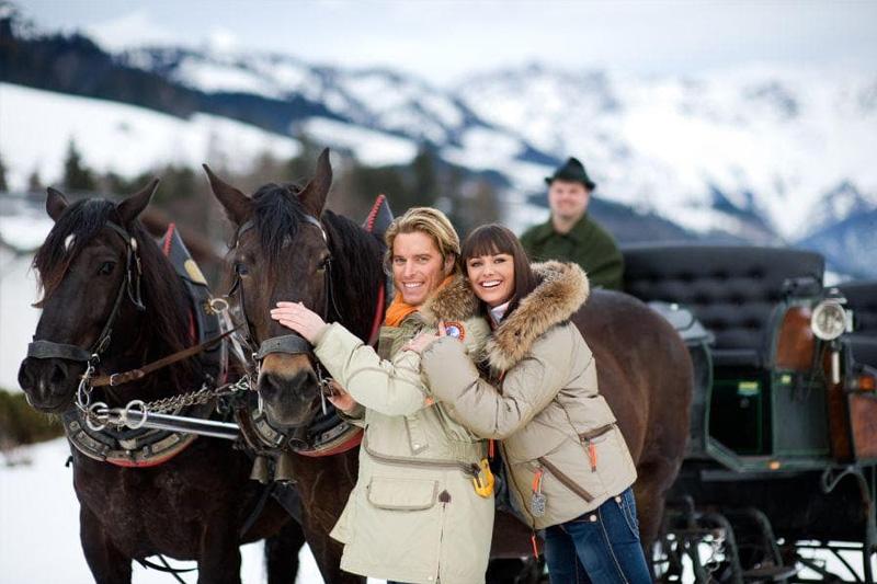 Romantische Pferdeschlittenfahrt im Winterurlaub