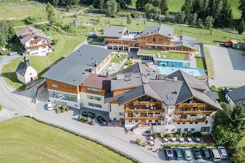 Luftansicht Hotel-Stoll-Sommerurlaub in Südtirol