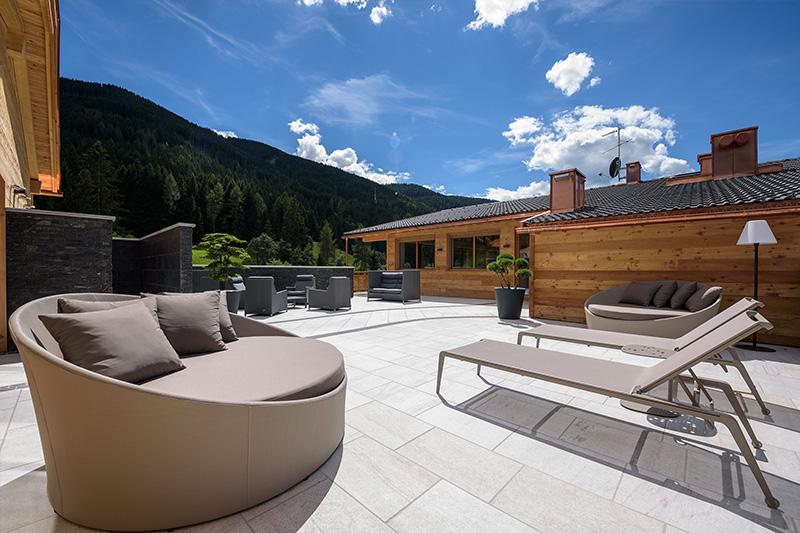 Aussenterrasse im Familien- und Wellnesshotel Stoll im Gsiesertal in Südtirol