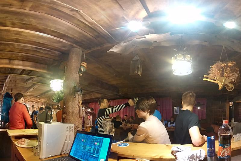 Stimmung in der Bar des Hotel Oberhofer in Meransen in Südtirol